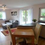 Wohnzimmer mit Blick auf Terasse